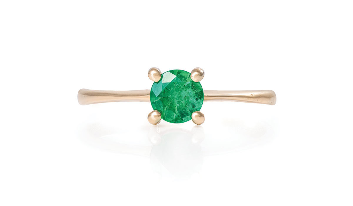 Chupi-Solid-Gold-Polished-Band-Ring-Darling-in-the-Wild-Emerald-1