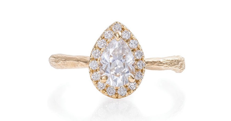 Chupi-Moissanite-Engagement-Rings-Queen-of-Hearts (1)
